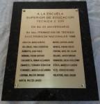 placa-homenaje-escuela-graduados